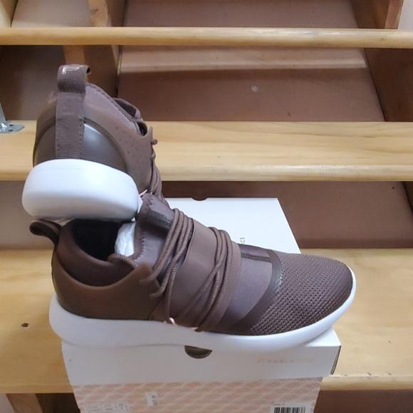 Fabletics Shoes   Wmns Pismo Ii   Poshmark